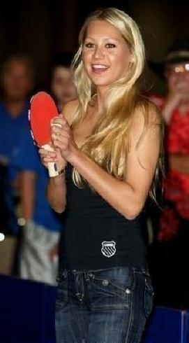 Anna Kournikova and Enrique Iglesias kept pregnancy secret Daily.