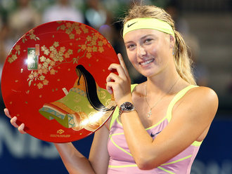 Maria-Sharapova-Japan-Trophy_2368358